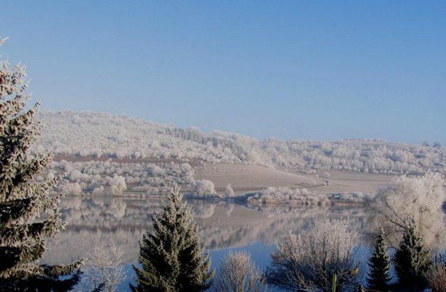 Der Schalkenmehrener Maarkessel im Winter