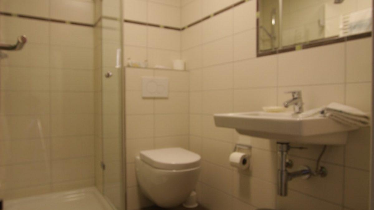 Buchfink Doppelzimmer Bad