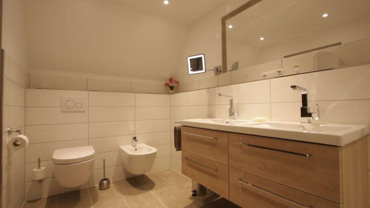 Eichelhäher Doppelzimmer 15 Toilette.JPG
