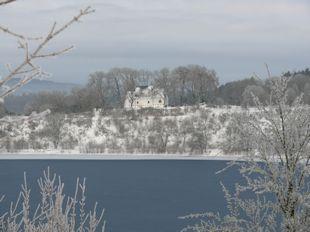Kapelle am Weinfelder Maar im Winter