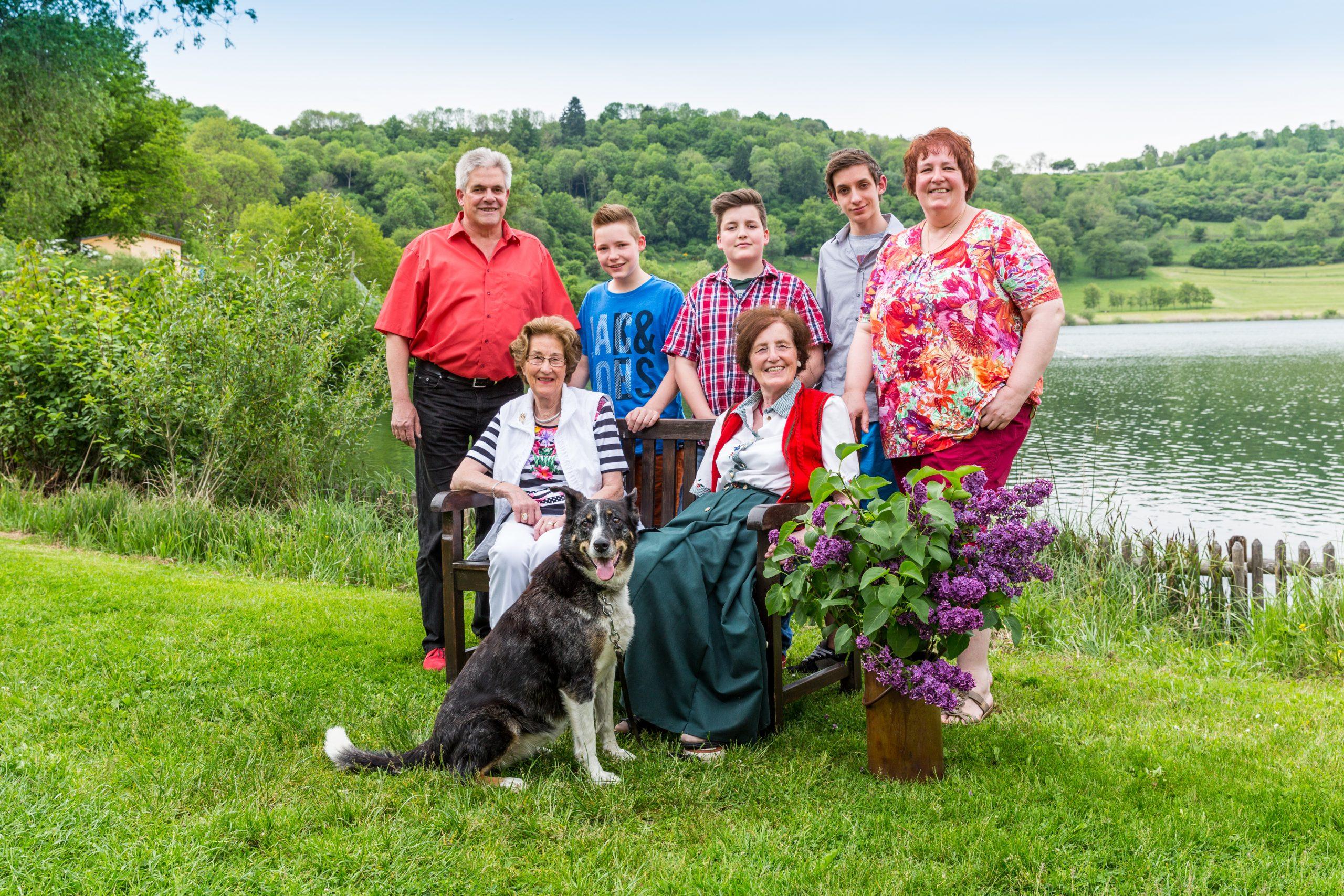 Familie Mölder im Jahre 2010 auf dem Campingplatz am Ufer des Schalkenmehrener Maares
