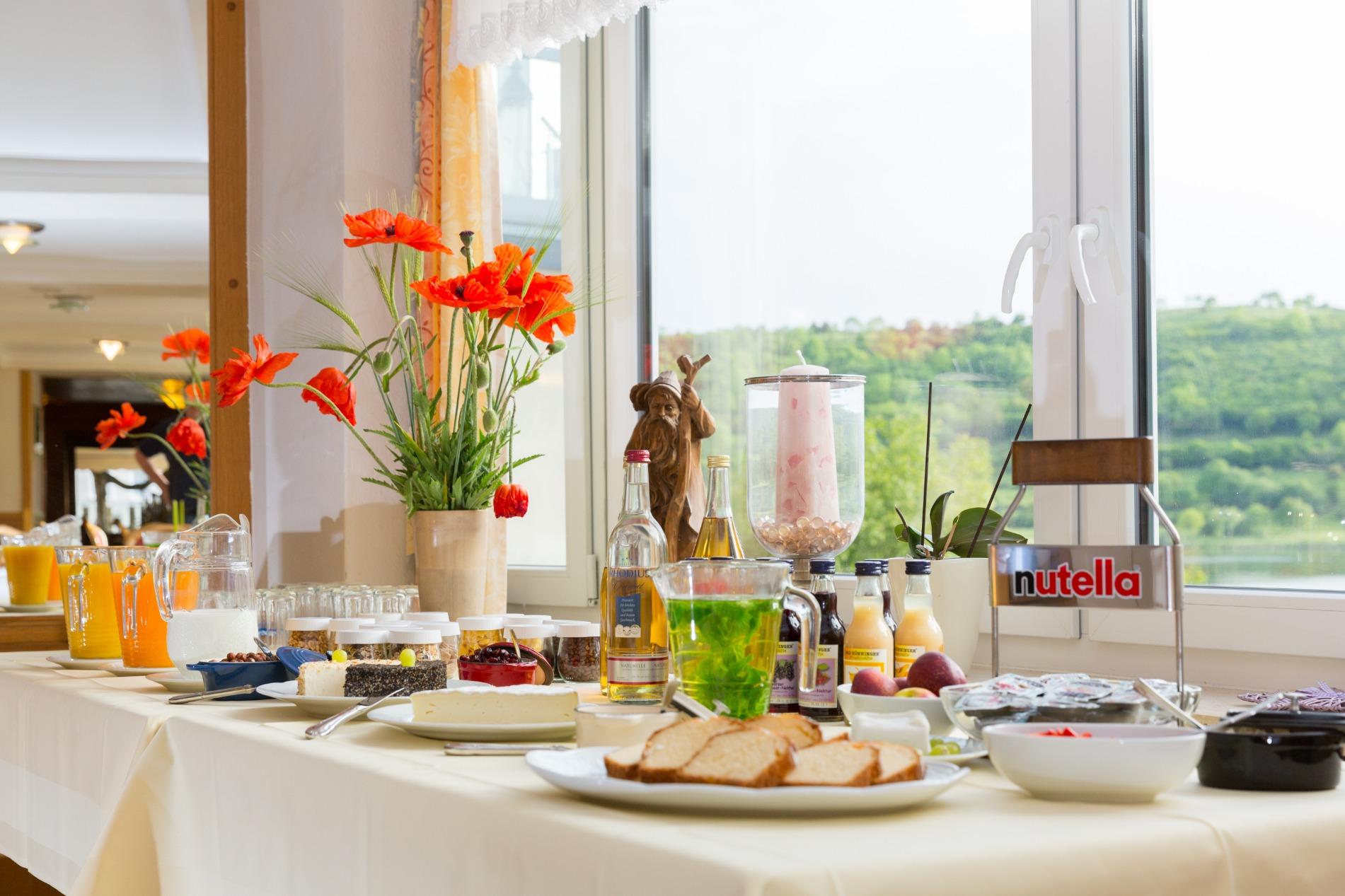 Eifeler Frühstücksbuffet mit vielen regionalen Produkten