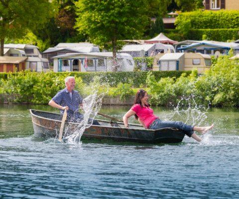 Bootstour auf dem Schalkenmehrener Maar mit einem Ruderboot