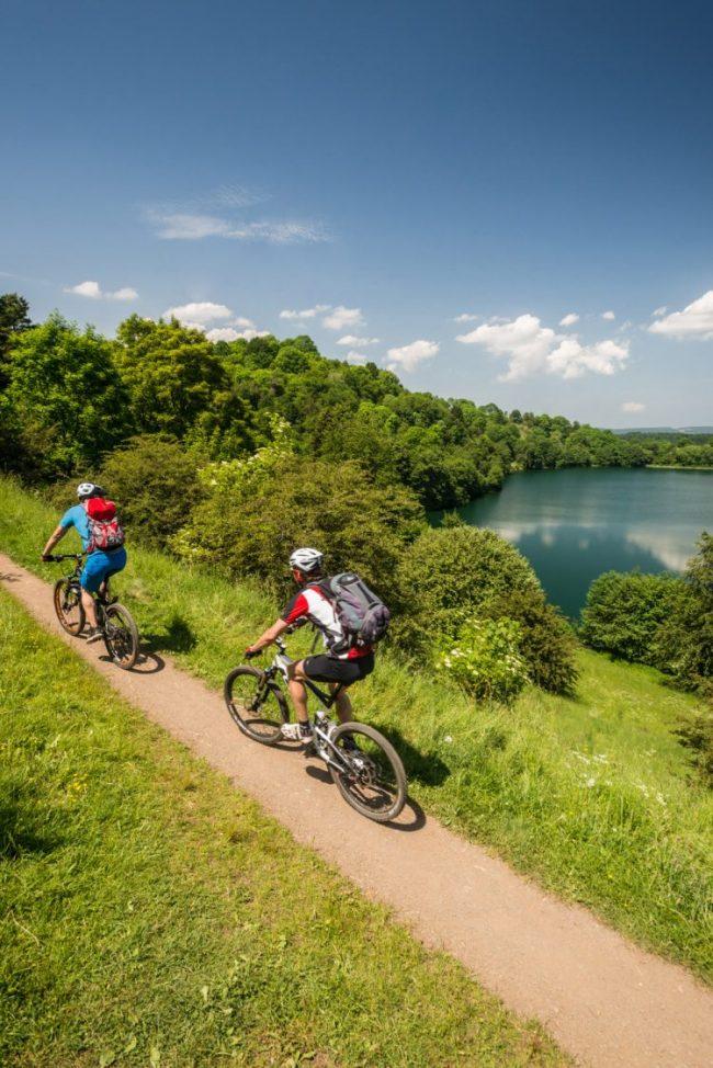 Mountainbiker am Weinfelder Maar